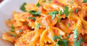طرز تهیه ماکارونی در فر قالبی رستورانی همراه با پنیر پیتزا و گوشت چرخ کرده
