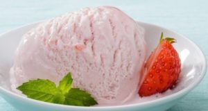 طرز تهیه بستنی توت فرنگی خانگی خوش طعم بدون ثعلب و بستنی ساز