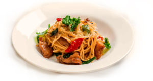 آموزش طرز تهیه اسپاگتی مرغ خوشمزه با سس پارمزان پنیری خوش طعم