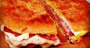آموزش طرز تهیه املت کالباس و پنیر برای صبحانه به سبک فرانسوی